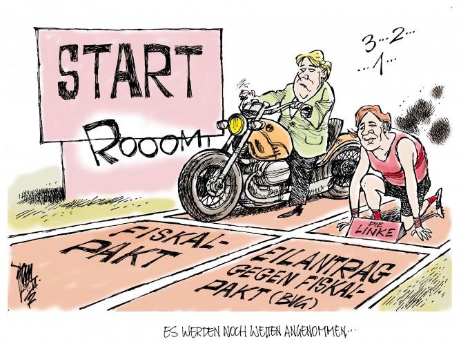 Merkel mit Motorrad und die Linke am Start in Sachen Fiskalpakt, für und gegen.