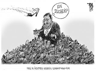 Machtkampf in Ägypten: Die Lage in Ägypten spitzt sich zu, Mursi will nicht weichen.
