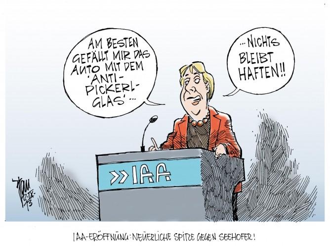 IAA-Eröffnung: Merkel eröffntet die IAA 2013 in Frankfurt am Main, mit einer kleinen Spitze Richtung Horst Seehofer und dessen Absicht die PKW- Maut einzuführen.